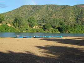 Day 3 - Paddle to Chirundu and Kakomarara Island (28km)