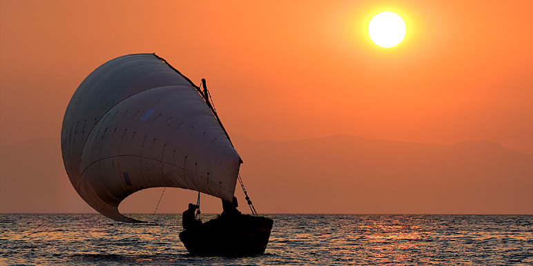 Pumulani dhow on a lake Malawi safari by Dana Allen for Robin Pope Safaris